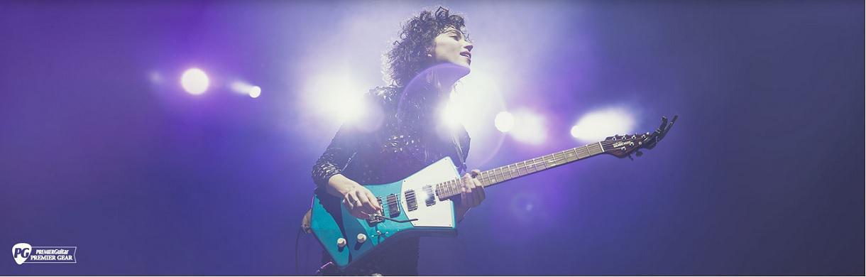Une guitare adaptée aux formes féminines