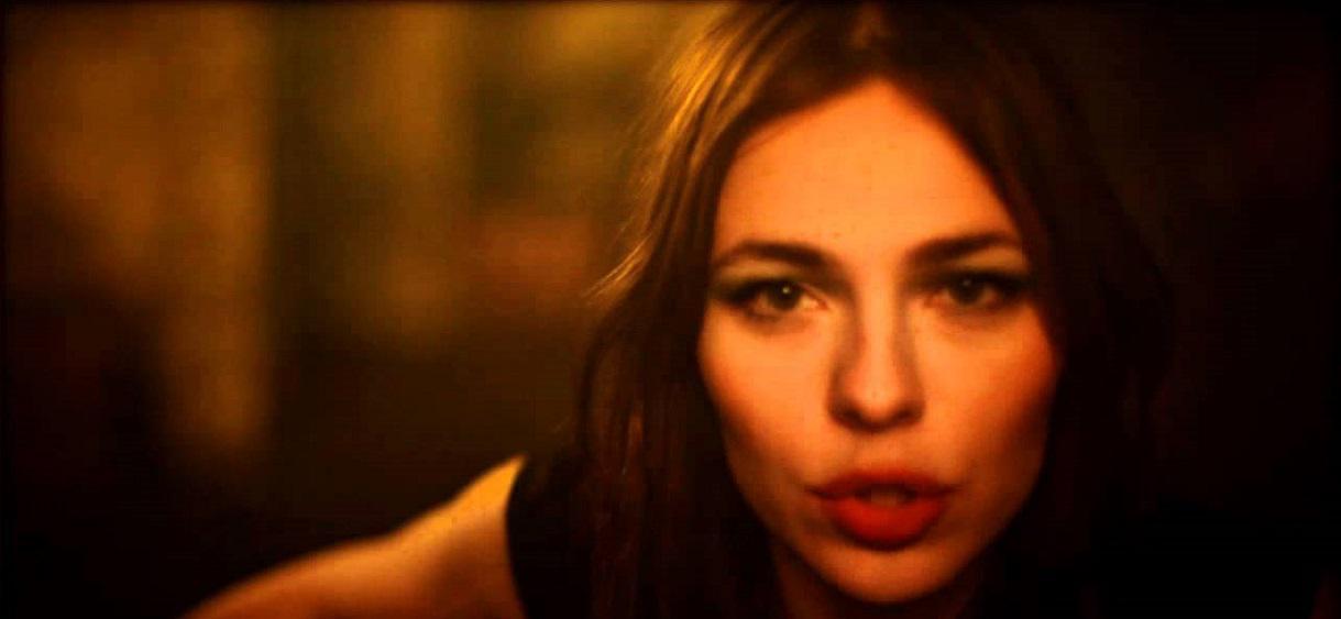 """Laissez tomber le terme """"DJette'"""", Nina Kraviz est beaucoup plus que ça"""